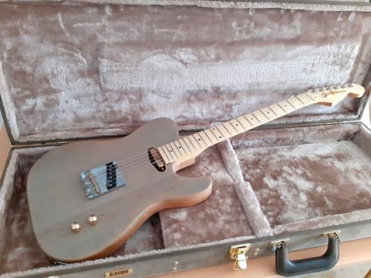 Telecaster Mojo Guitars Custom Deluxe.