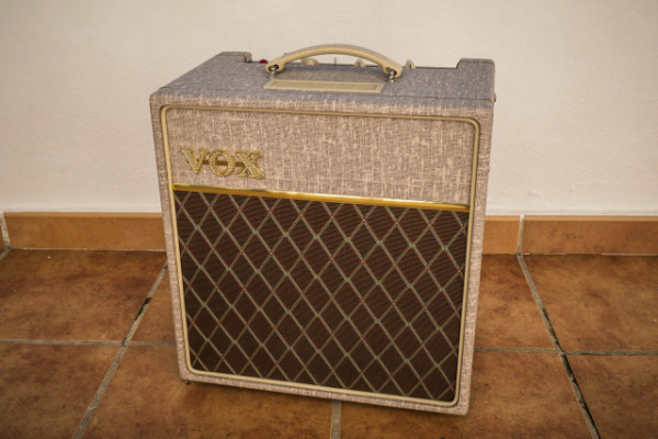 Vox AC4 Hand Wired Valvulas