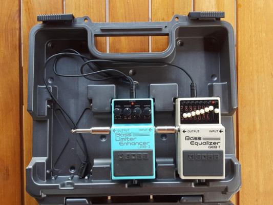 BOSS: pedales, pedalboard, conectores.