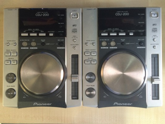 Pareja de compact disc Pioneer CDJ-200