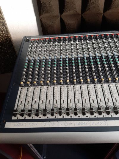 Soundcraft GB 8 - 40 canales