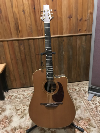 Guitarra acústica Alhambra amplificada