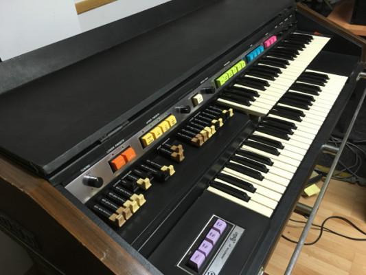 Órgano Hammond B200