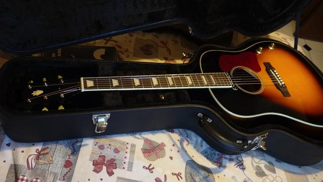 Guitarra acustica sumburts Beatle con pastilla y SIN estuche