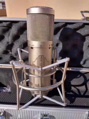 Microfono de condensador Sontronics STC-2 y antipop