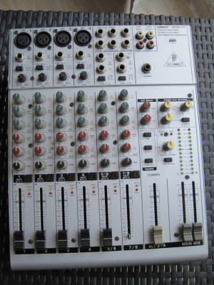 Mesa de sonido Behringer EURORACK UB 1204 Pro
