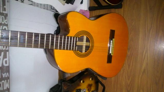 guitarra  electoacustica naylon (rebajada)