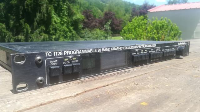 TC Electronics 1128 ecualizador