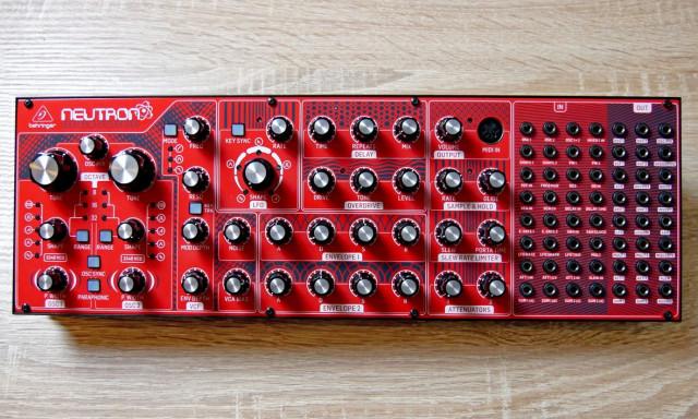 NEUTRON analógico semi modular