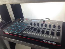 Akai MPD 232