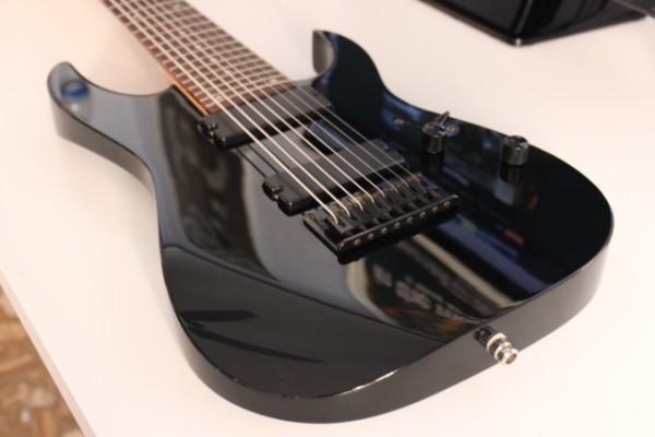 Ibanez RG-8 BK (guitarra de ocho cuerdas)