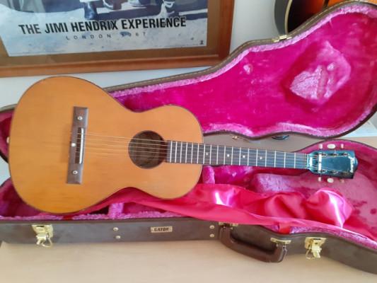 Guitarra acustica parlor vintage marca Framus, años 60