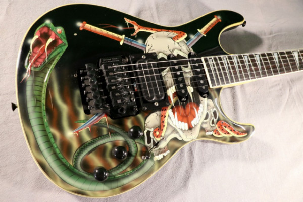 Samick Skulls And Snakes / George Lynch Carved reservada