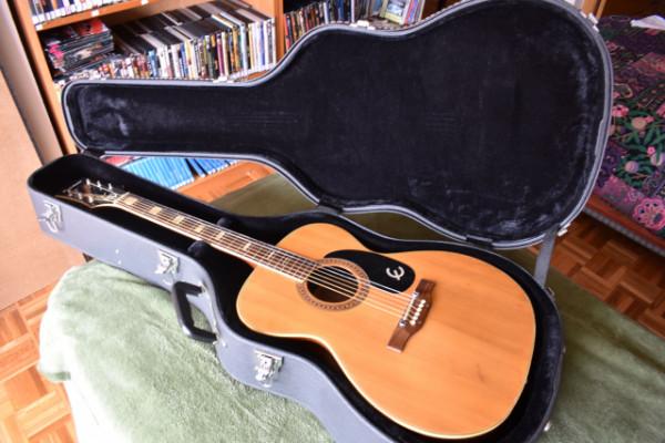 Guitarra acústica Epiphone FT-135 del año 1970