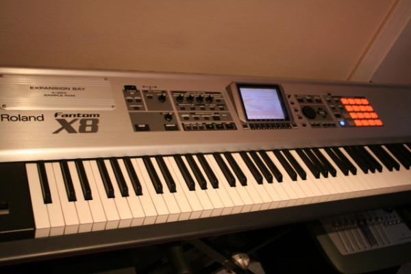Cambio Roland Fantom X8 y Roland SH-201 con soporte 2 teclados