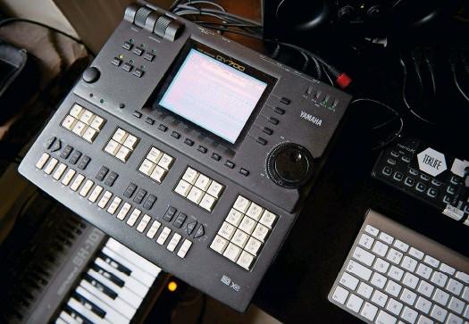 Yamaha qy700 secuenciador