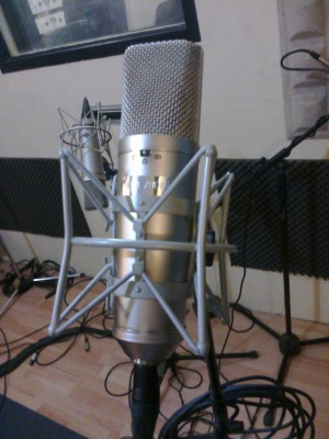 Micrófono clon del Neumann U67 (Nessie Audio)