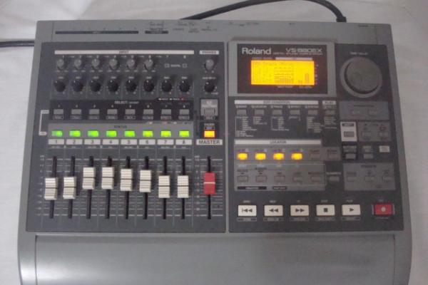 Mesa/Grabadora Roland VS-880 expanded
