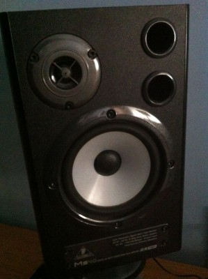 Monitores Behringer MS 40