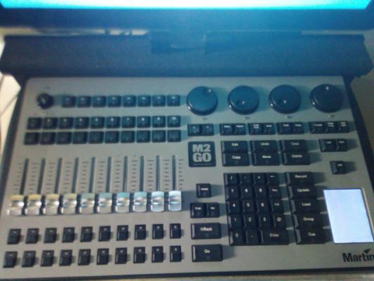 Mesa luces Martin m2go con pantalla Elo