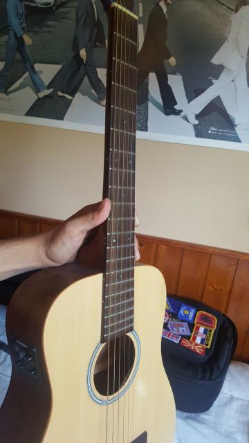 Vendo guitarra Sigma Travel electrificada
