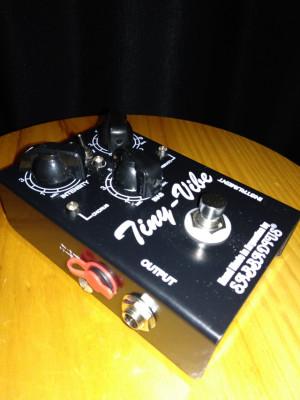 Sabbadius Tiny Vibe, chorus/vibrato tipo «Uni-vibe»