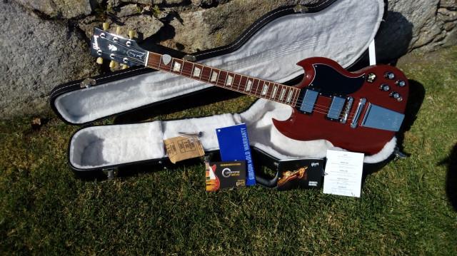 Busco mi guitarra 2x1 # Una entra, dos salen #
