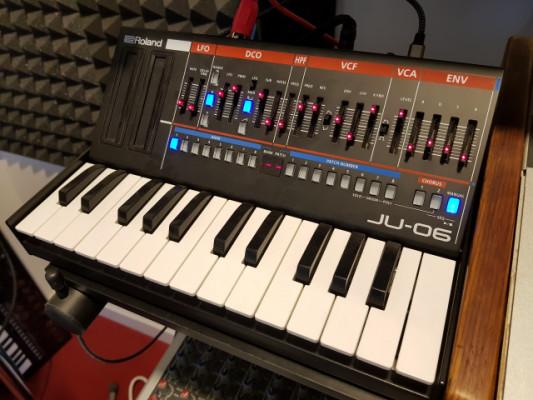 Sintetizador Roland Boutique JU-06 + Teclado