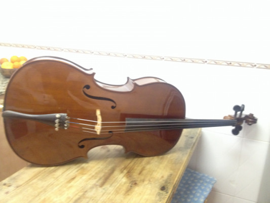 Cello 4/4  con arco y funda