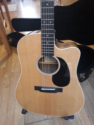 Guitarra Martin DCRSG (Road Serie)