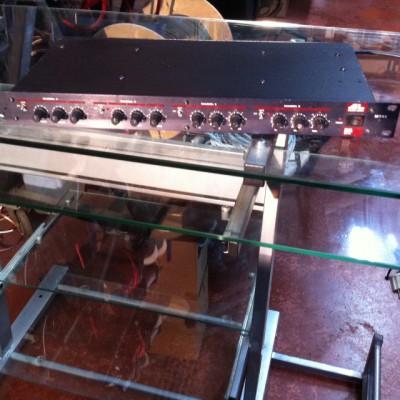 Vendo puerta de ruido cuadruple AUDIO LOGIC MT-44