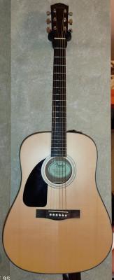 Fender CD100 acústica.