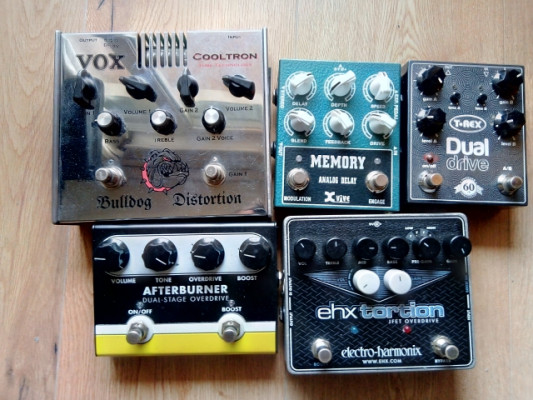 Pedal T-Rex dual drive y Jet City Afterburner Dual  Stage Overdrive.