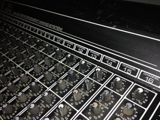 Mesa de mezclas analógica Peavy 16 canales