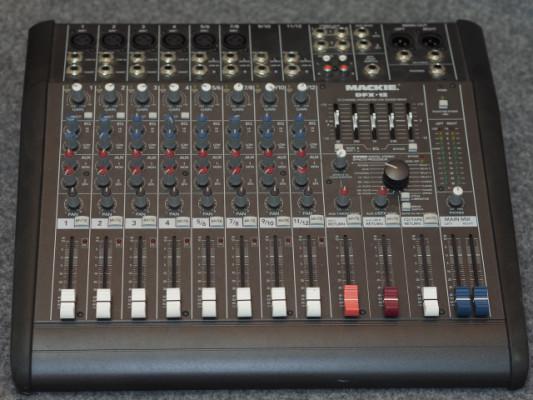 Mesa de mezclas Mackie DFX-12