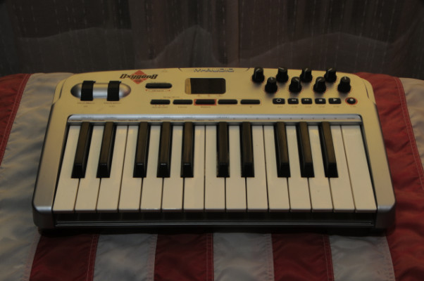 Teclado MIDI M-Audio Oxygen 8 v2 + Softcase Warwick