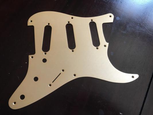 Golpeador Fender Strat dorado