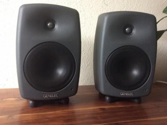 GENELEC 8040-A. Monitores de Estudio Biamplificados