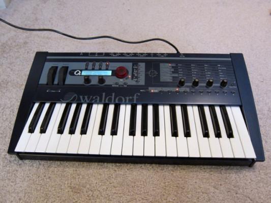 Waldorf Micro Q Keyboard (incluído transporte península)