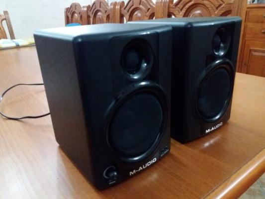 Monitores estudio M-Audio AV 40