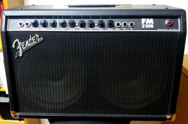 Amplificador de guitarra Fender FM 210R - 65 w.