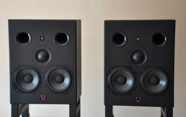 Monitores Campo medio ACTIVOS Quested VS3208+400WSUB WOOFER