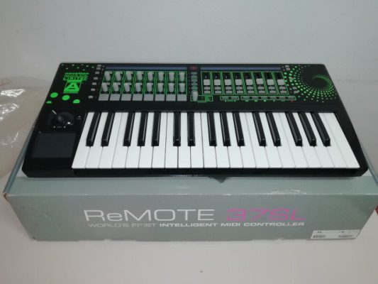 Novation Remote 37 SL Green Limited Edition