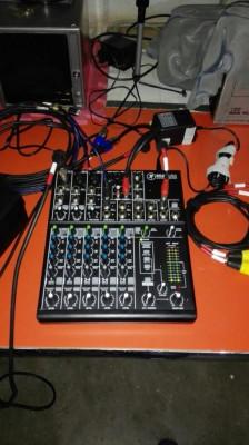 mesa de mezclas Mackie 802 VLZ4