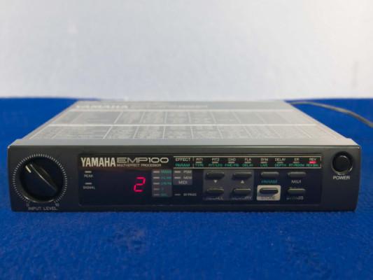 Procesador de efectos Yamaha EMP 100
