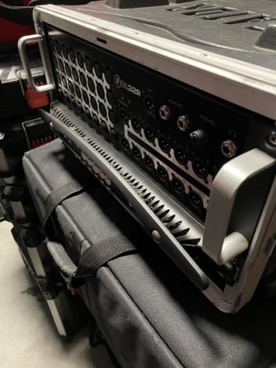 Vendo mesa de mezclas mackie DL32R y rack trolley GATOR GRR 4L