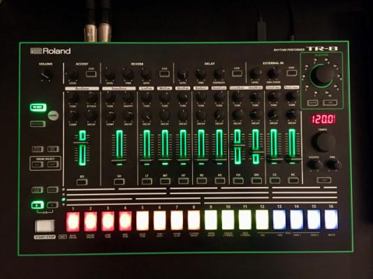 Roland Aira TR-8 Drum Machine con 7x7 expansion incluido
