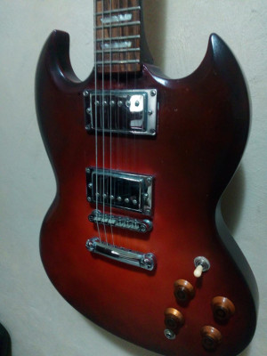 Epiphone SG G400 customizada