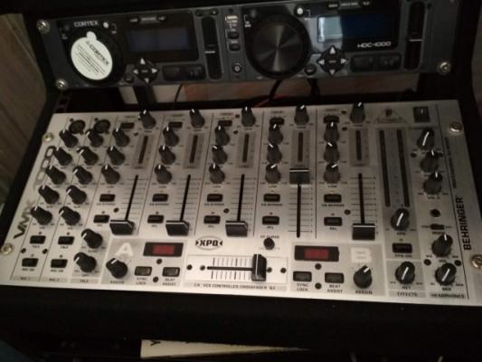 Mesa de mezclas Behringer VMX1000
