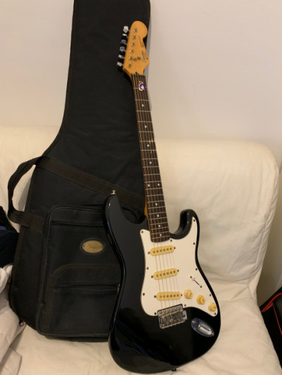 Squier Stratocaster by Fender año 90